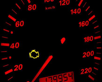 """Czy kontrolka """"check engine"""" oznacza poważne kłopoty?"""