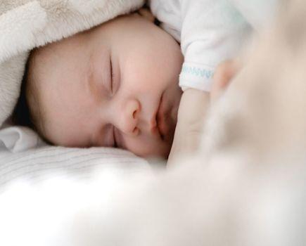 W jaki sposób można przechowywać mleko dla niemowlaka?