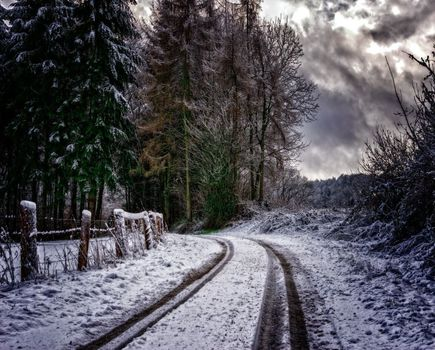 Opony letnie – czy można na nich jeździć zimą?Opony letnie – czy można na nich jeździć zimą?