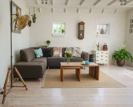 Jak dobrać meble do salonu? Kilka praktycznych wskazówek