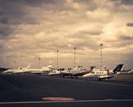 3 podstawowe kroki – jak wybrać parking na lotnisku z Parkos?