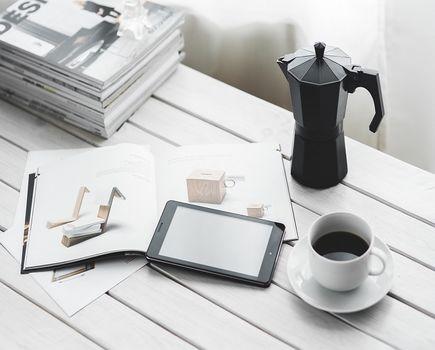 Klasyczne biurka czy sekretarzyki do pracy w domu?