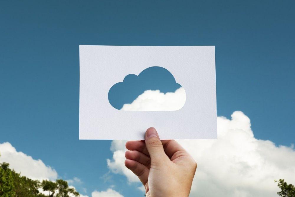 Dane w chmurze czy własny serwer pocztowy? Co się bardziej opłaca?