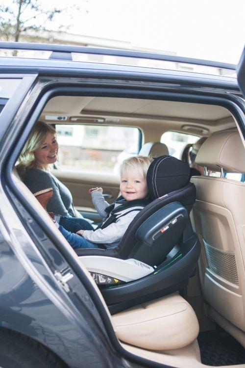 Foteliki tyłem do kierunku jazdy dla malucha - obalamy mity