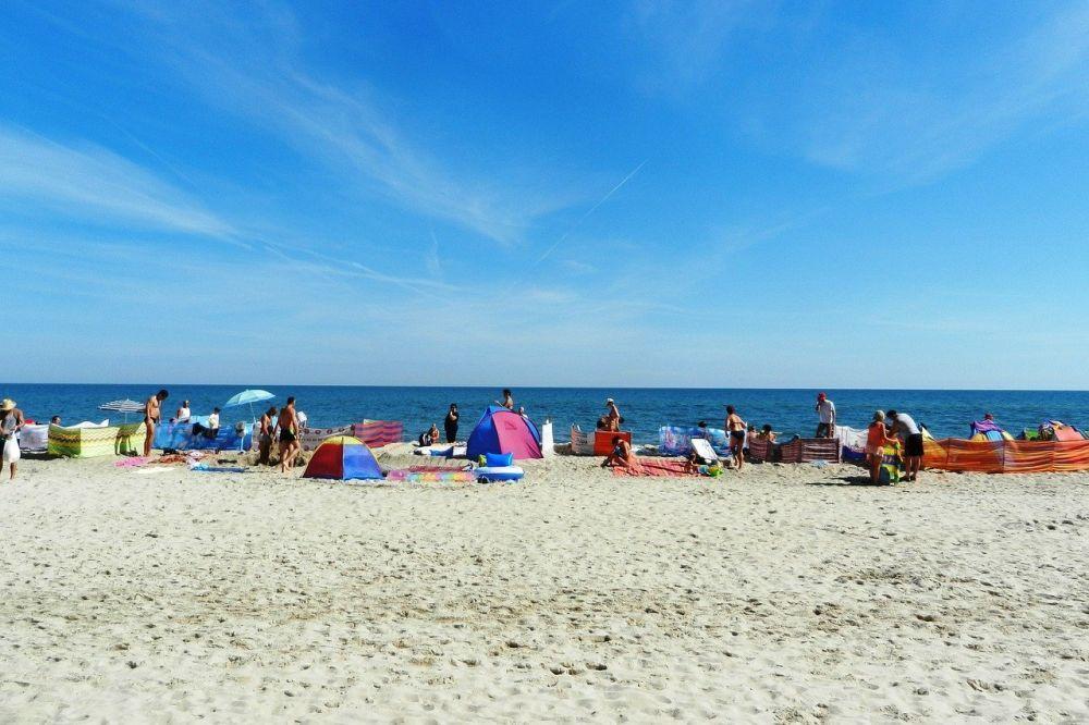 Akcesoria, które mogą przydać się podczas wypoczynku na plaży