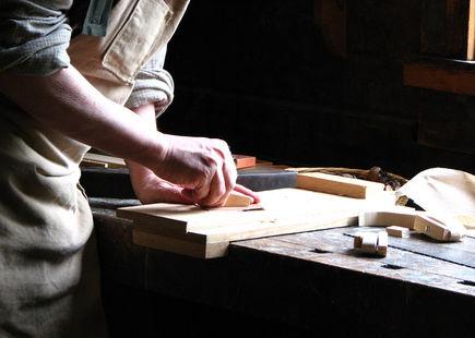 Meble drewniane, kilka słów o technologiach produkcji