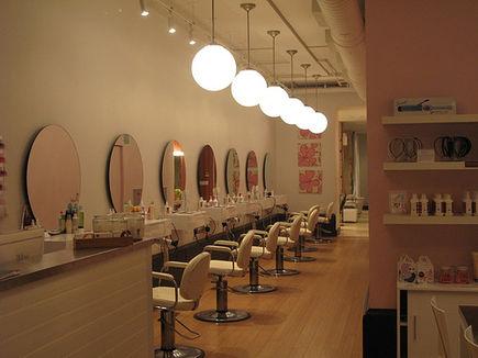 Własny salon kosmetyczny, niespełnione marzenie czy szansa na sukces?