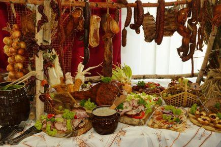 Stół wiejski – dalej modny?