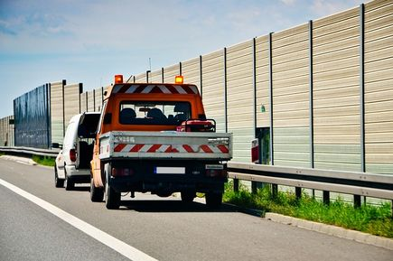 Jak znaleźć dobrą pomoc drogową?