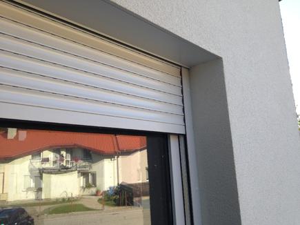 Antywłamaniowe okno z roletą - jak to działa?