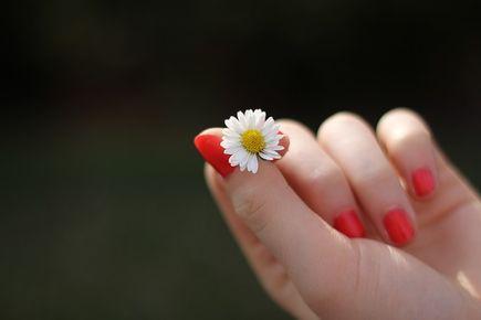 Wady hybrydowego manicure – jak to jest naprawdę?