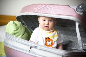 Jak spakować małe dziecko na wakacje?
