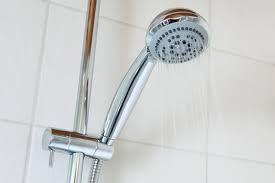 Jak dokładnie wyczyścić kabinę prysznicową?