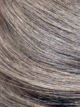 Bezpieczna dekoloryzacja – w domu czy u fryzjera?