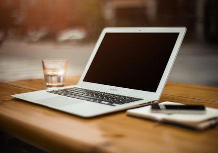 Jak stworzyć stronę internetową? Od szkicu po działający projekt