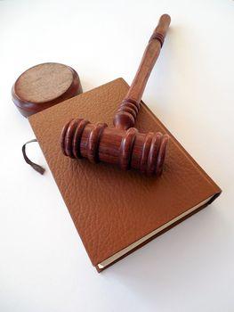Na czym polega sądowy dział spadku?