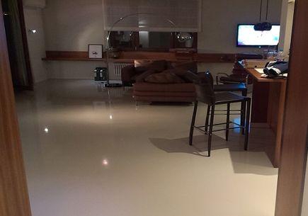 Posadzki żywiczne w mieszkaniach – dlaczego warto?
