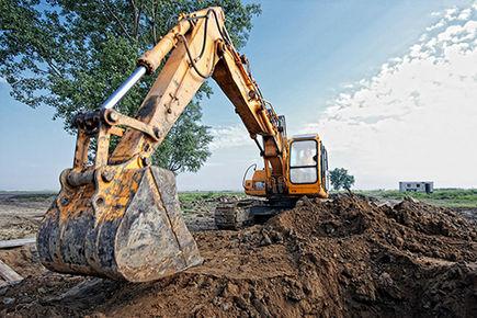 Wynajmowanie maszyn budowlanych – komu się opłaca?