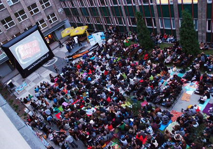 Kino letnie - pomysł na organizację imprezy plenerowej