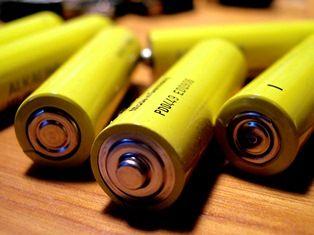 """Co wybrać akumulatorki czy baterie """"jednorazówki""""?"""