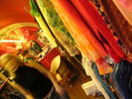 8 powodów, dla których warto kupować ubrania w lumpeksie