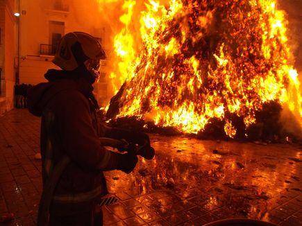 Ognia nie zwalczaj ogniem – czy wiesz co robić w trakcie pożaru?