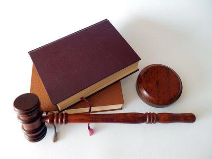 Dlaczego firmy powinny korzystać z obsługi prawnej?