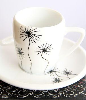 Jak sprezentować idealne filiżanki porcelanowe?