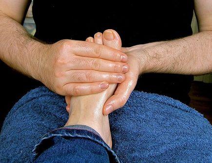 Skręcenie kostki - objawy i leczenie