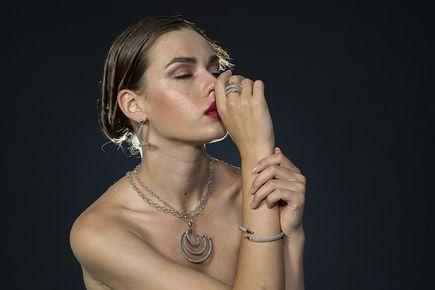 Jak wybrać odpowiednią biżuterię na prezent dla kobiety
