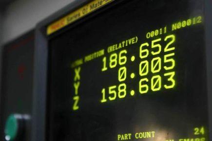 Operator obrabiarek sterowanych numerycznie CNC