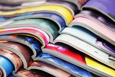 Dlaczego naklejki na katalogach są lepsze od pieczątek - 8 powodów