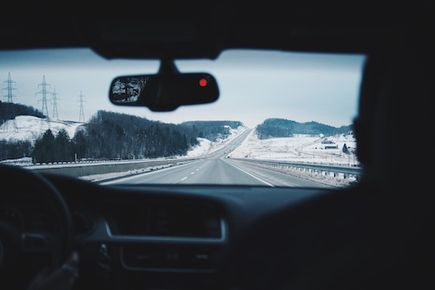Jedziesz na narty za granicę? Sprawdź przepisy drogowe