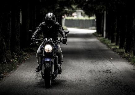 Strój motocyklisty - o czym należy pamiętać?