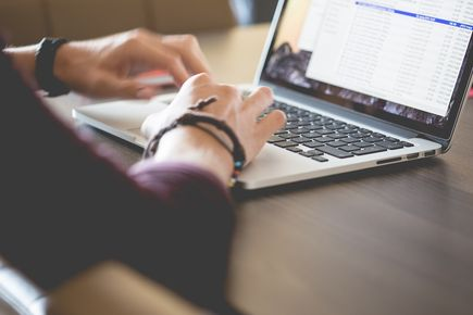 Sekrety webwritingu – jak pisać ciekawe teksty w Internecie