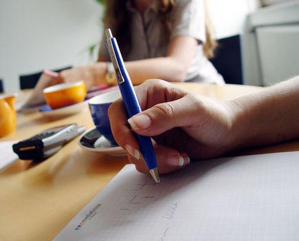 Fobia społeczna a praca - jak radzić sobie w pracy?