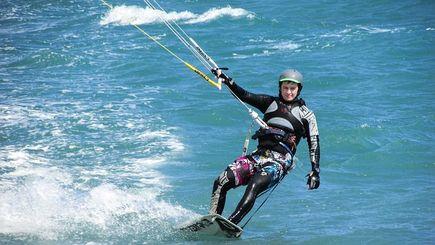 Obóz kitesurfingowy – pomysł na aktywne wakacje