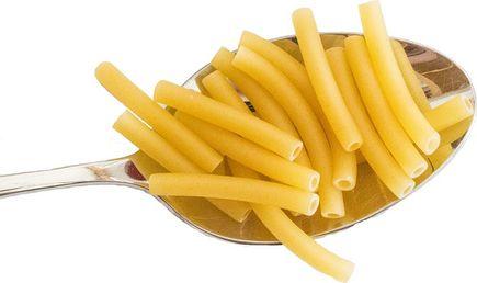 Kuchnia włoska makaronami stoi