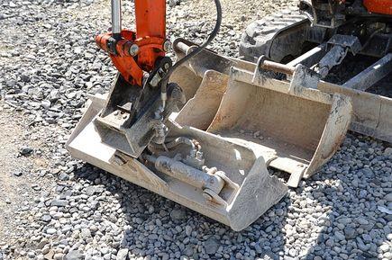 Pozyskiwanie sprzętu budowlanego – kupno czy wynajem?