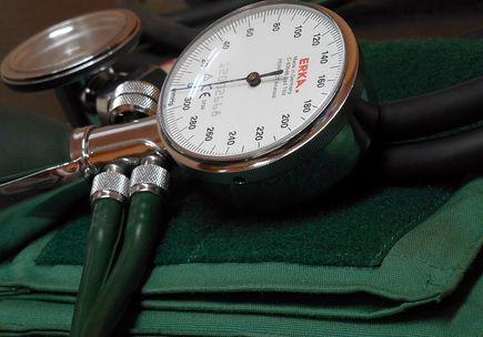 Różne przyrządy do mierzenia ciśnienia