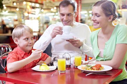W restauracji z dzieckiem – jak się przygotować?