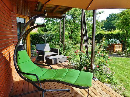 Nowoczesne meble ogrodowe – skrzynie, pufy i inne