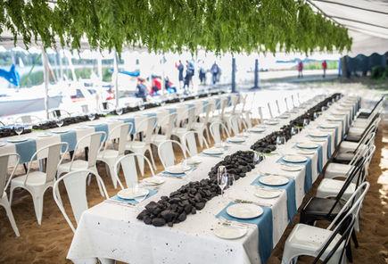 Jak uzupełnić braki w meblach na czas organizowanej imprezy?