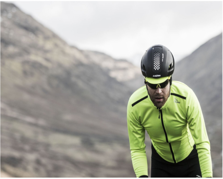Jak wybrać odzież na rower nie tylko latem?