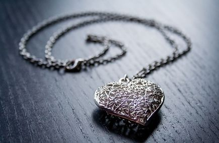Jak zabezpiecza się srebrną biżuterię?