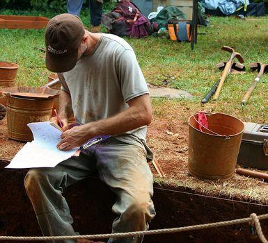 Z czym wiąże się zawód archeologa?