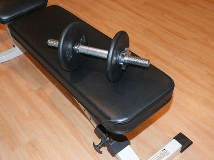 Trening klatki piersiowej: 5 ćwiczeń na ławeczce