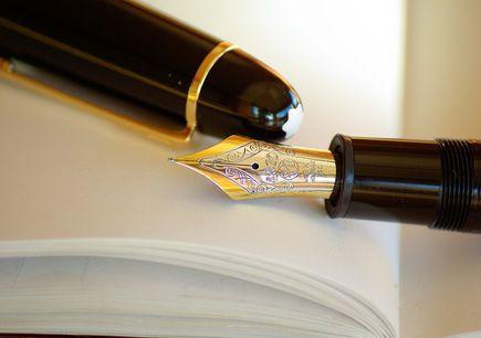 Przygotowanie laudacji, czyli jak napisać uroczyste pożegnanie zmarłego?