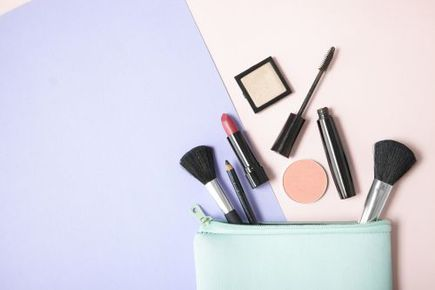 Jakie produkty warto mieć w kosmetyczce na co dzień?