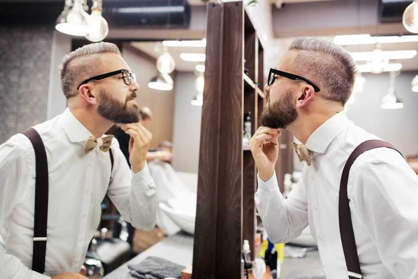 Szelki trendem w modzie męskiej